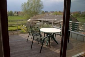 Der Balkon ist von Wohnzimmer als auch von der Küche begehbar